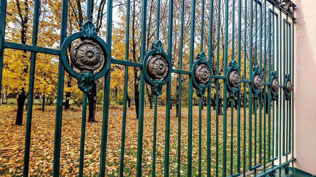 Kiedy stosuje się ogrodzenia tymczasowe? Ogrodzenia tymczasowe Warszawa – ogrodzenia panelowe montaż