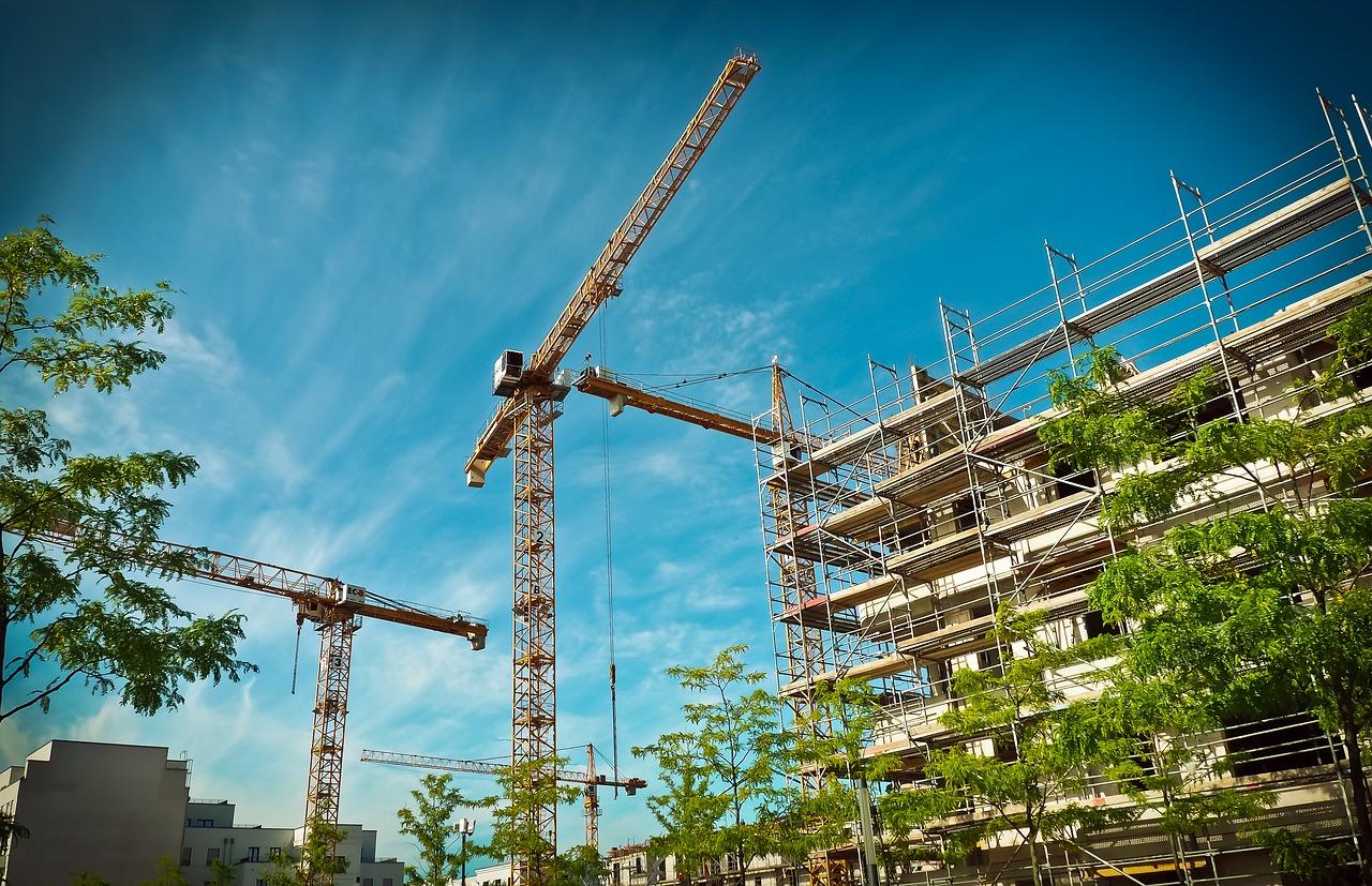 Rusztowania – niezbędne w budownictwie. Rusztowania modułowe, rusztowania ramowe producent